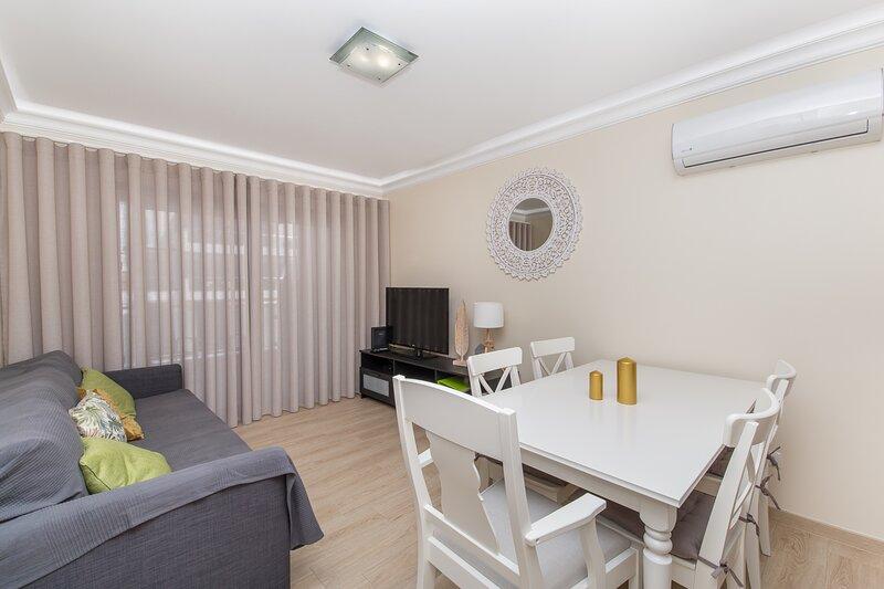 Salsola Brown Duplex Apartment, Manta Rota, Algarve !New!, casa vacanza a Manta Rota