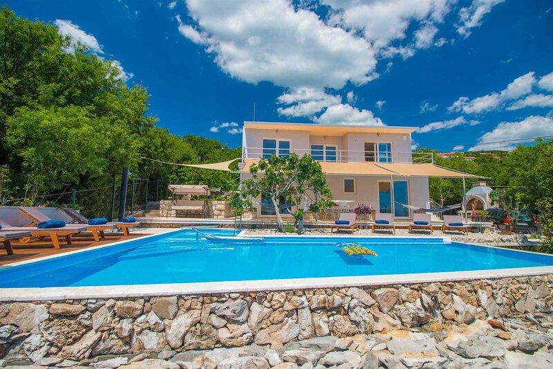 Villa Evergreen with Pool, aluguéis de temporada em Selce