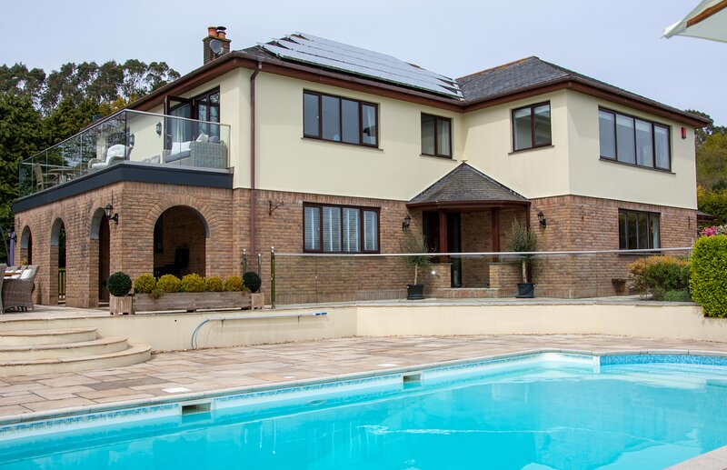 Hewas Water House - Luxury Detached Property With Pool, Hot Tub & Games Room, holiday rental in St Stephen