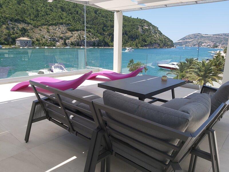 Villa Riva - Five Bedroom Villa with Terrace and Sea View, holiday rental in Prijevor