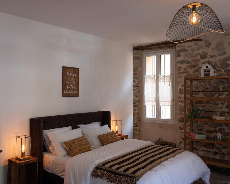 Le temps suspendu - Studio dans les Pyrénées Orientales - Sahorre, holiday rental in Fuilla