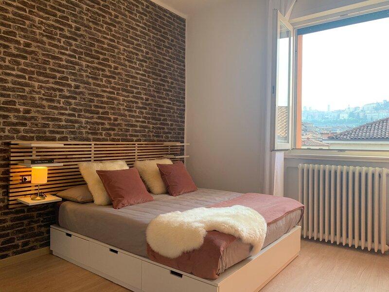 Camozzi Central Apartment - Bergamo Centro, vacation rental in Torre de' Roveri