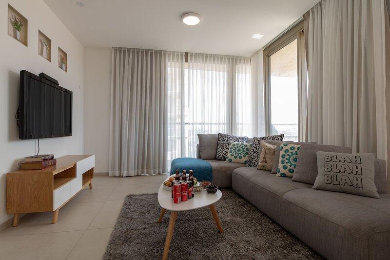 Enjoy Views of Jerusalem from Chic Flat, holiday rental in Jerusalem