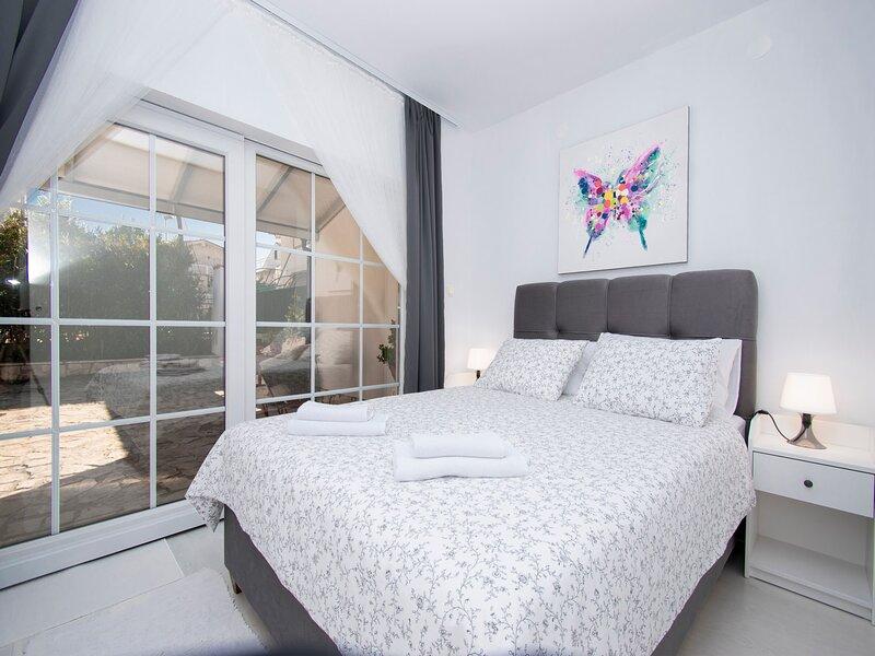 Holiday Home Goranka - Two Bedroom Apartment, vacation rental in Brodarica