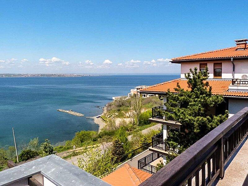Elegant Suite Close To The Beach, alquiler de vacaciones en Sozopol