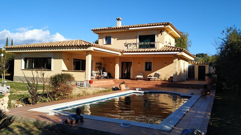 Splendide villa sur le Golf de Peralada, holiday rental in Capmany