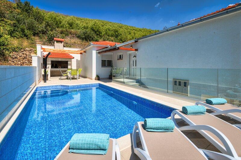 Villa Loris, holiday rental in Zrnovnica