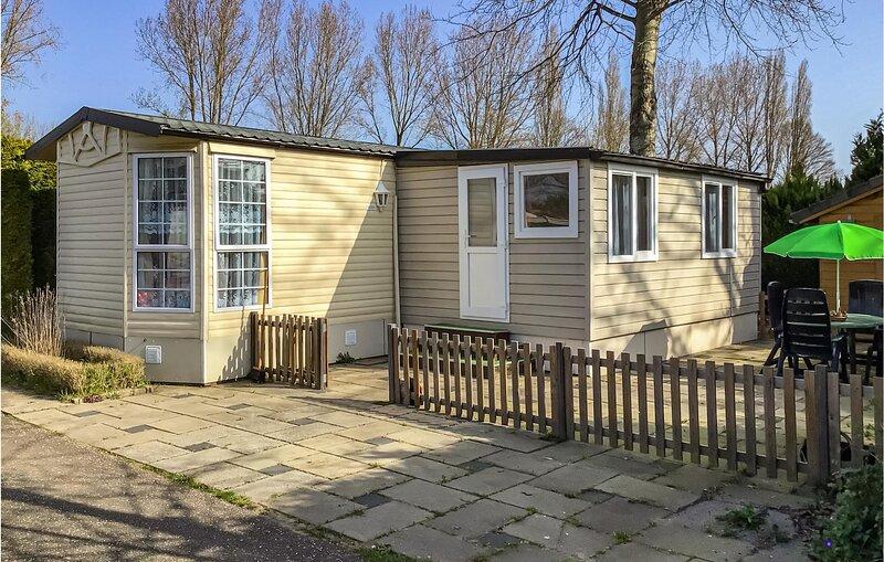 Amazing home in Terwolde with WiFi and 2 Bedrooms (HGE021), location de vacances à Apeldoorn