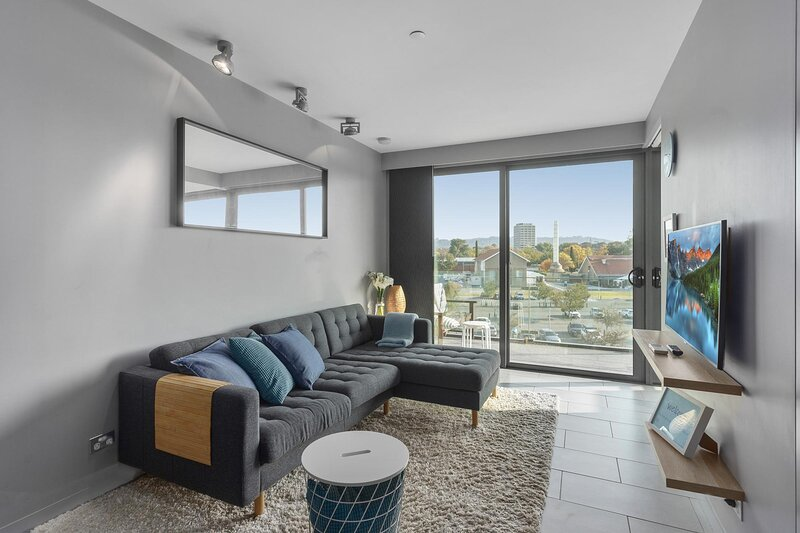 Comfy Unit with Balcony near Foreshore Dining, holiday rental in Australian Capital Territory