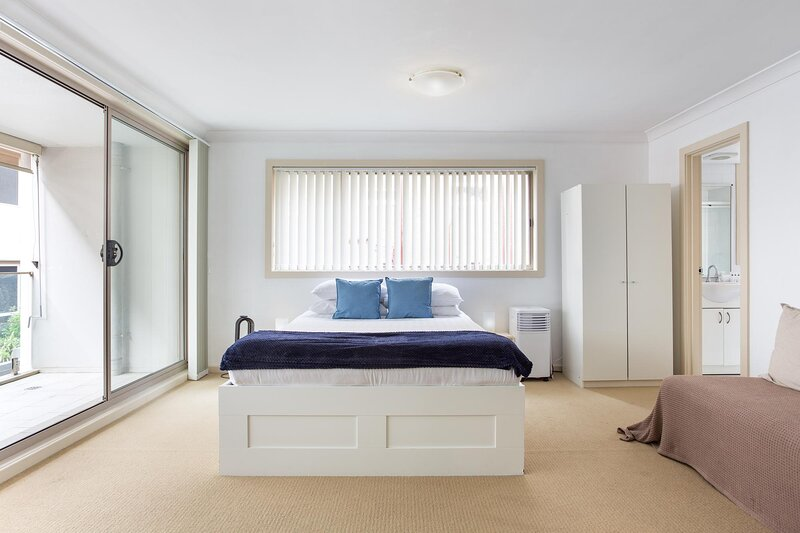 Balcony Studio in Heart of Manly Dining and Shopping, casa vacanza a Watsons Bay