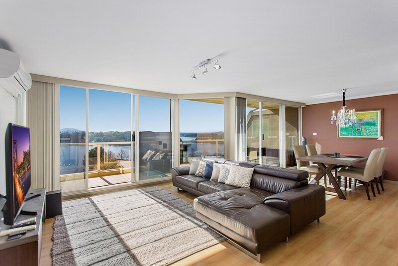 Beautiful 2-Bed Unit with BBQ Balcony and Lake Views, holiday rental in Australian Capital Territory