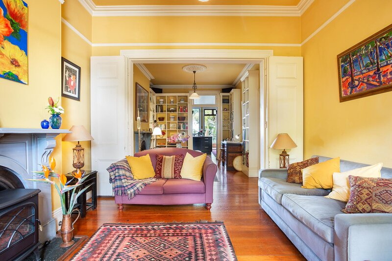 Stunning Victorian Home with Balconies and City View, holiday rental in Birchgrove