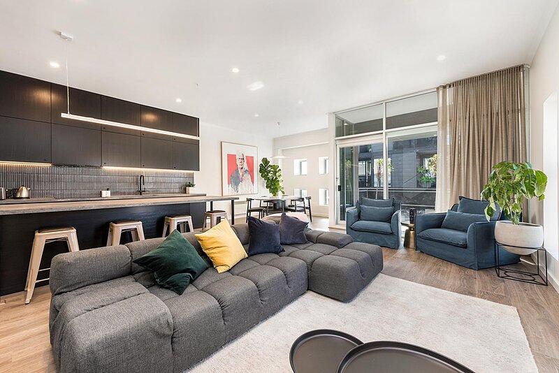 Incredible Duplex with Balconies in the Heart of Fitzroy, aluguéis de temporada em Fitzroy