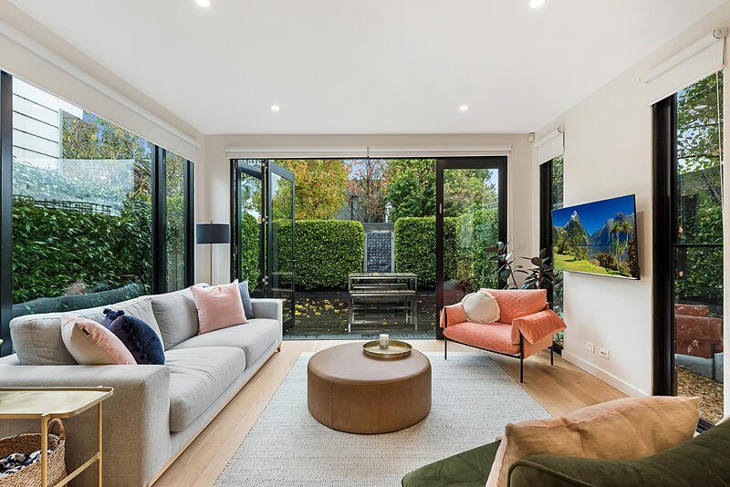Beautiful 3-Bed Home with Terrace 20 min from CBD, holiday rental in Hawthorn