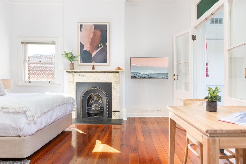Elegant Studio with Sunny Kitchen 25 min from CBD, vacation rental in Stanmore