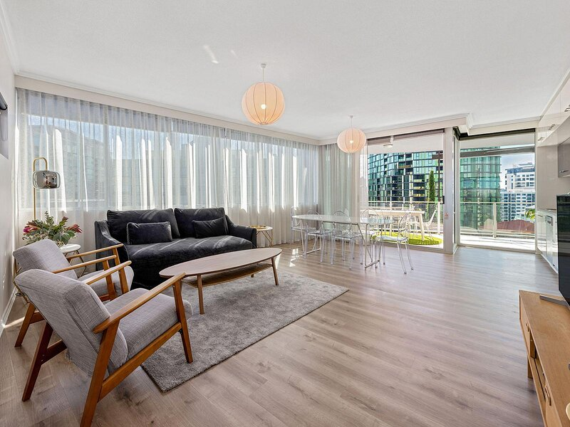 Stunning Balcony in Large Unit near River and City, holiday rental in Springwood