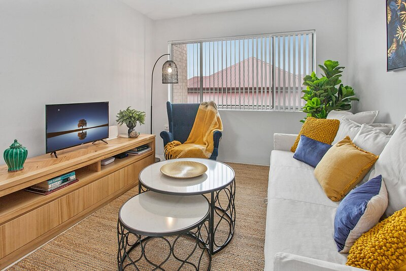 Comfy Unit with Balcony and Parking near The Gabba, holiday rental in Springwood
