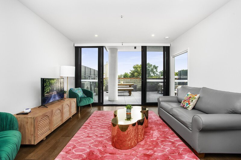 Boutique Unit with Huge Terrace near Cafes and Buses, holiday rental in Australian Capital Territory