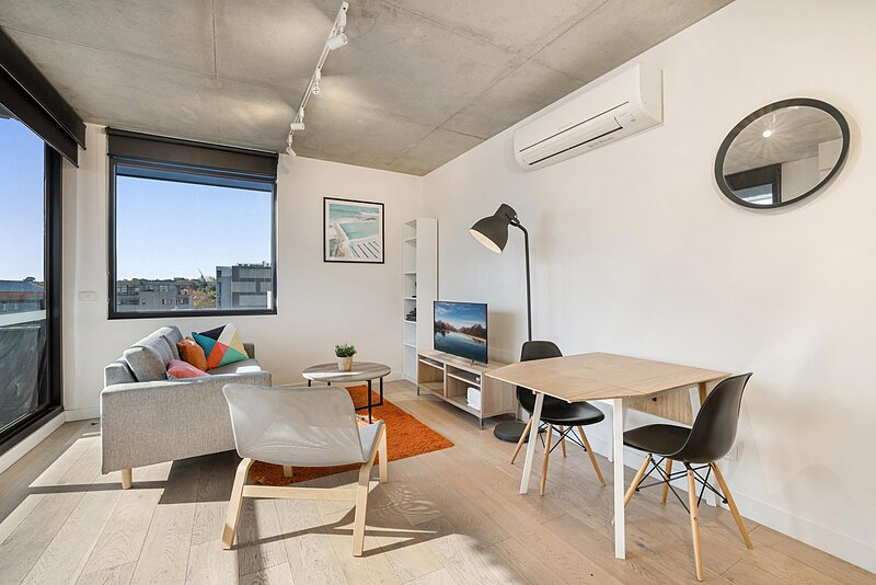 Comfy 2-Bed Balcony Unit near Iconic Chapel St, holiday rental in Prahran