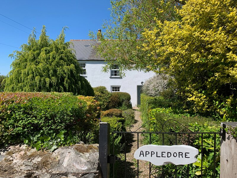 Appledore Cottage, Porthtowan, holiday rental in Lanner