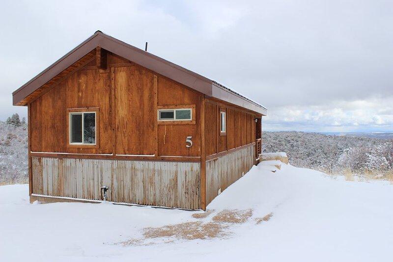 Cabin #5 Roomy One Bedroom Cabin in the Trees, Near Moab Utah, casa vacanza a La Sal