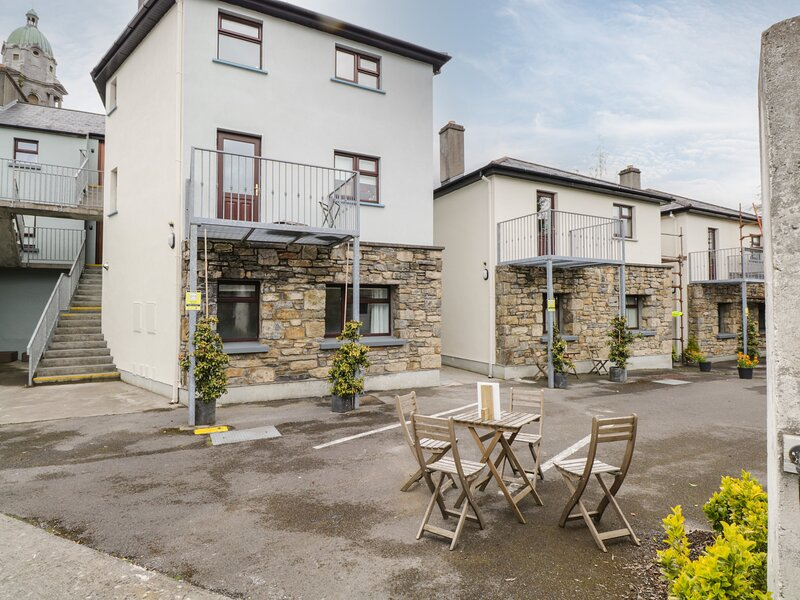1B Cathedral View Apartments, Longford, County Longford, vacation rental in Cloondara