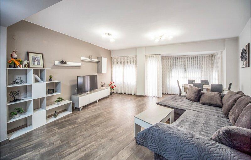 Amazing apartment in Castellón de la Plana with WiFi and 3 Bedrooms (EBA222), alquiler vacacional en El Grao
