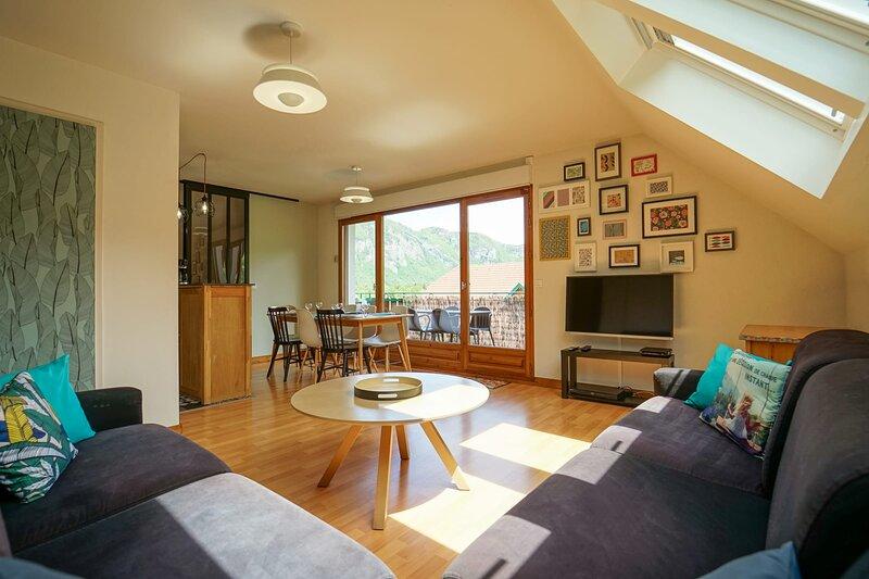 Les Aravis - Appartement pour 6 personnes à 5min du Lac, holiday rental in Mercury