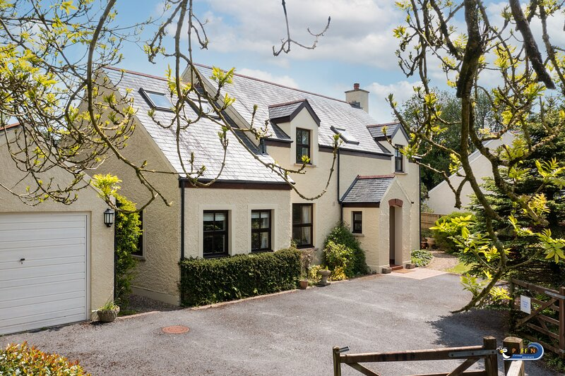 Harpers Lake - Beautiful Country Cottage with Countryside views – semesterbostad i Manorbier