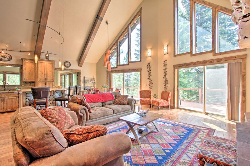 NEW! Secluded Luxury Mtn Getaway by Crescent Lake!, alquiler vacacional en Crescent Lake