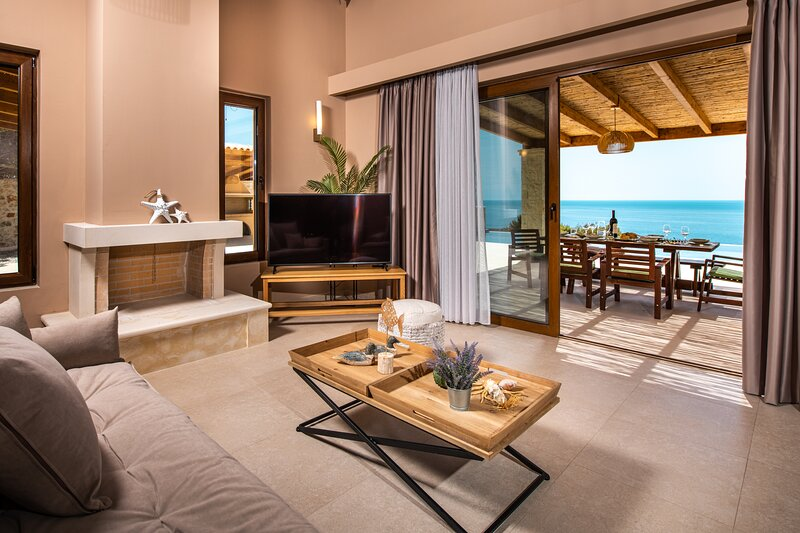 Terra Lucis Mountain Residences, Aether Villa, holiday rental in Agios Leontas