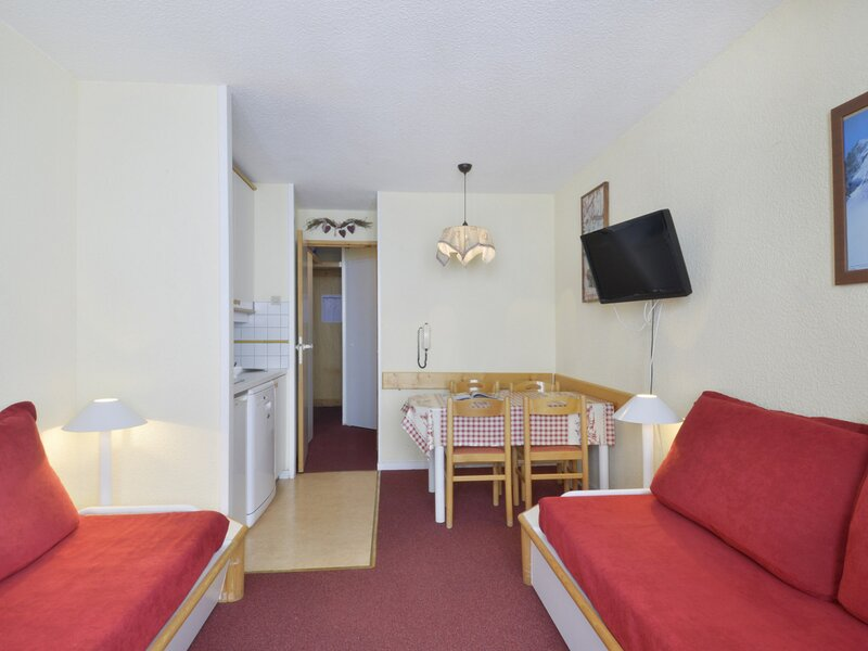 Très beau studio cabine au pied des pistes pour 3/4 personnes de 23 m2, holiday rental in Belle Plagne