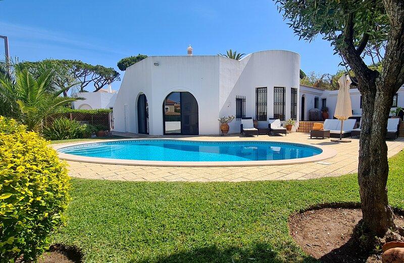 Dunas Douradas Beach Villa, alquiler vacacional en Almancil