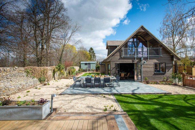 Exclusive 5 bedroom Cotswolds Home with Shepherds Hut, location de vacances à Long Hanborough