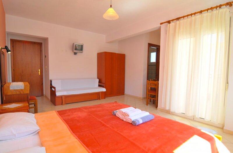Hotel Georgia - Peaceful room near golden beach in Thassos island, holiday rental in Kinyra