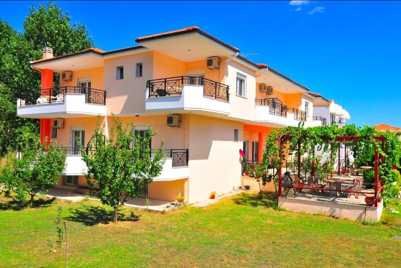 Hotel Georgia - Elegent rooms near the golden beach in Thassos island, holiday rental in Kinyra