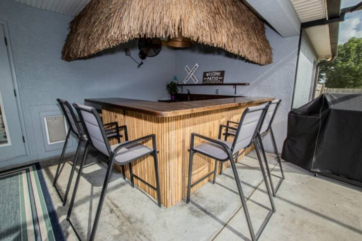 Newly Listed! Gorgeous Gilbert Getaway with Outdoor Tiki Hut & Gas Grill on 1.7, vacation rental in Zephyrhills