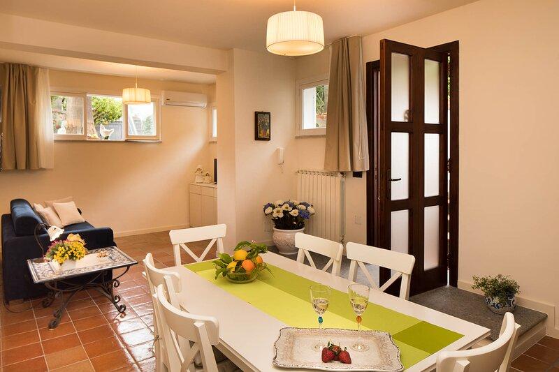 CASA BEATRICE nel Cuore della penisola Sorrentina, casa vacanza a Sant'Agnello