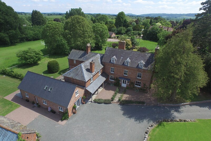 Luxurious & peaceful holiday house in Wye Valley - perfect for groups & families, holiday rental in Madley