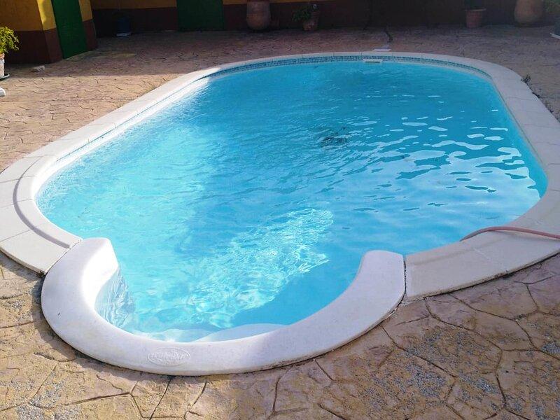 Villa with private pool, garden and barbecue, aluguéis de temporada em Los Naveros