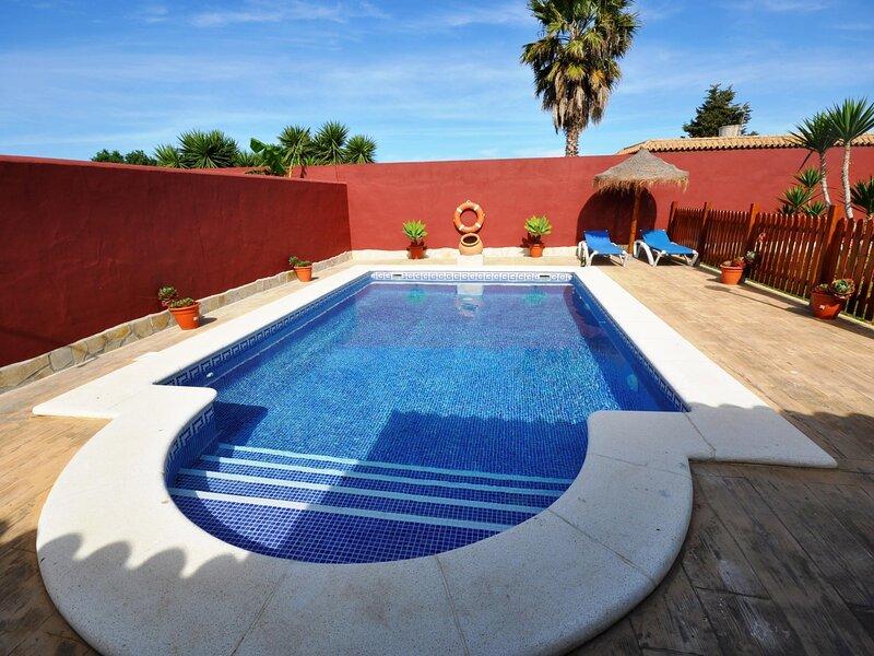 Wooden villa private pool only families A – semesterbostad i Fuente del Gallo