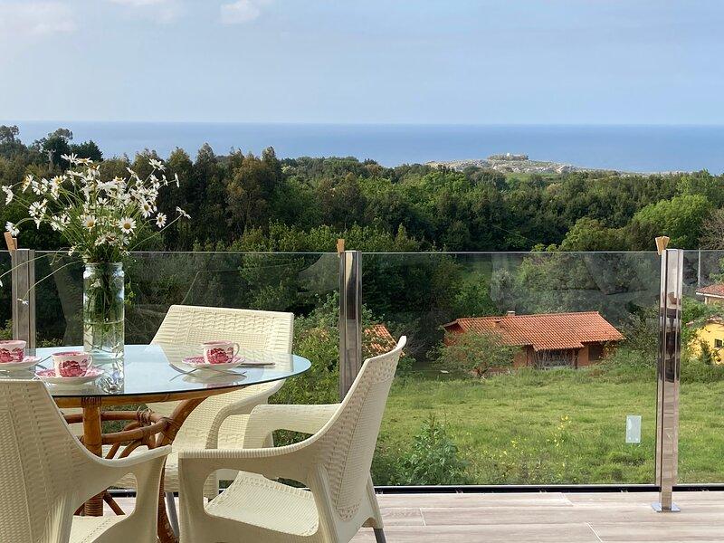 Casa las Terrazas del Otero, con hermosas vistas al mar Cantábrico, holiday rental in Villahormes
