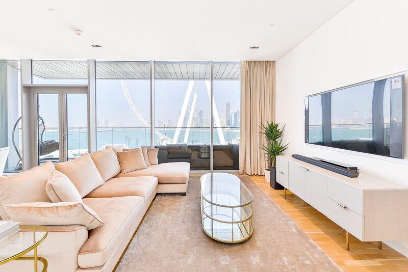 Luxurious Beachfront 2 Bed in Bluewaters Ain Dubai, alquiler de vacaciones en Murqquab