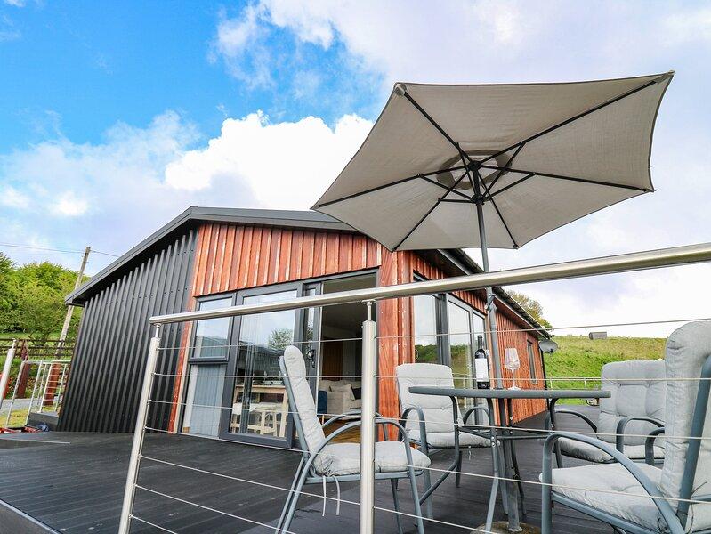 Llyn Cae Ty Nant Fishery Holiday Let, Llangeitho, vacation rental in Ciliau Aeron