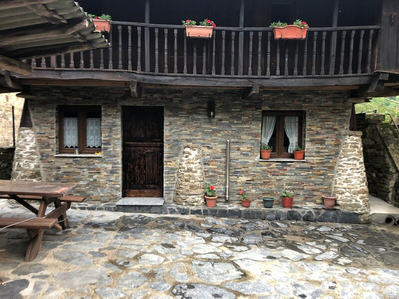 Amazing house in Tineo & Wifi, casa vacanza a Navelgas