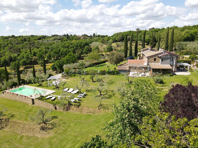 House with private pool & garden, air conditioning at 6km from Lucignano., alquiler de vacaciones en Lucignano