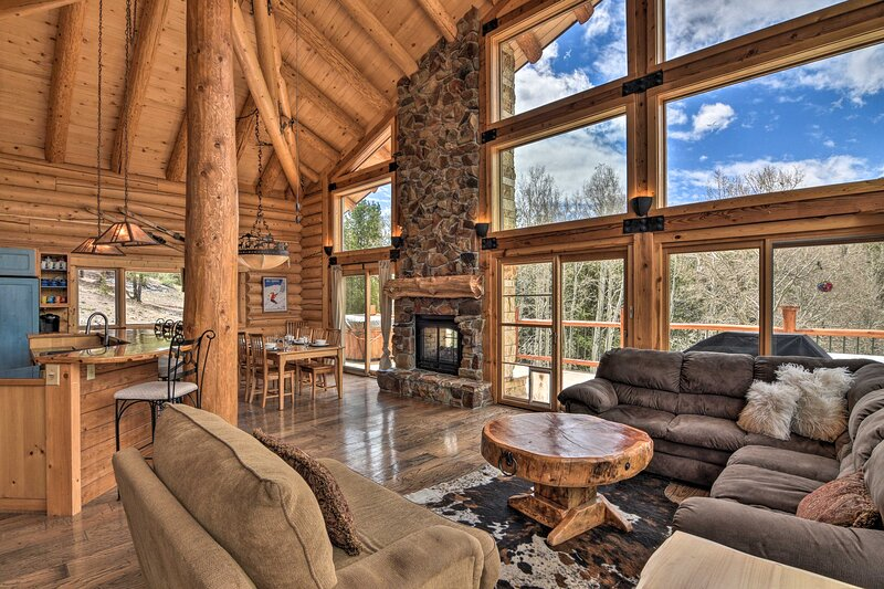 NEW! Large, Luxe Cabin w/ Mtn View, Sauna & More!, holiday rental in Villa Grove