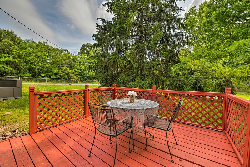 NEW! Charming Belmont Home ~ 13 Mi to City Center!, vacation rental in Belmont