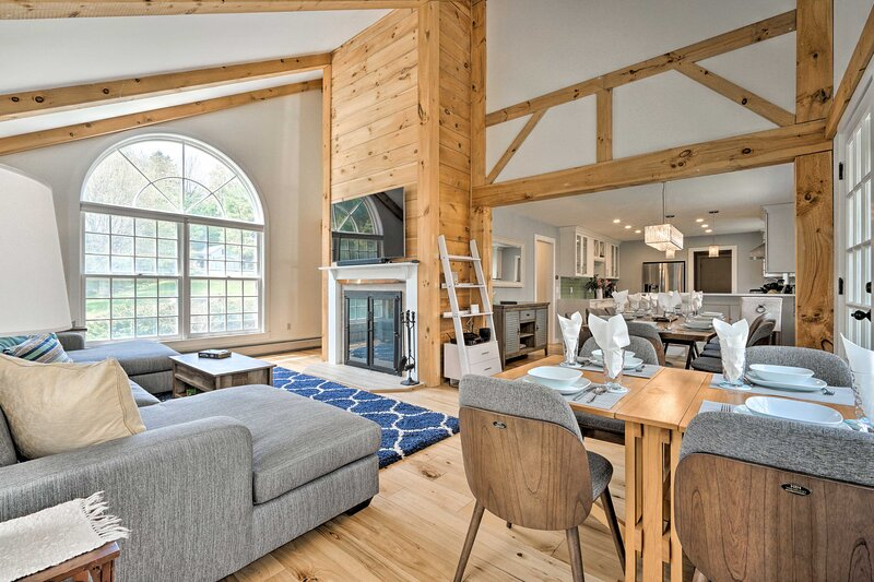 NEW! Chic Dover Home w/ Hot Tub: 4 Mi to Mt Snow!, holiday rental in South Newfane