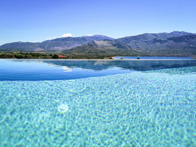 Villa Helena, 3 bed villa.  Amazing Mountain & Sea views.  Infinity Pool, vacation rental in Palairos